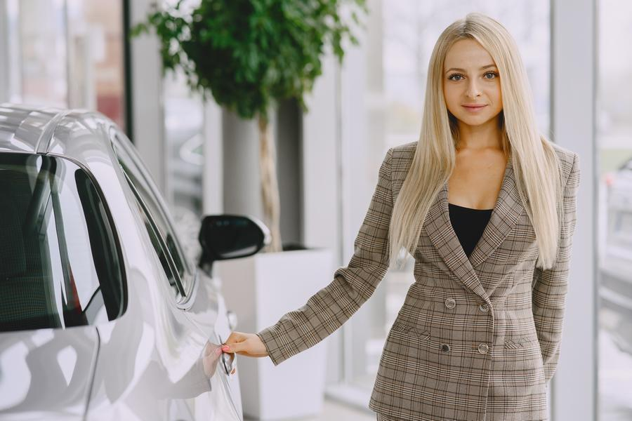 hotesse salon automobile